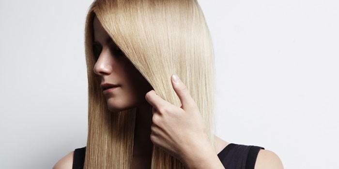 Блондинка с прямыми волосами