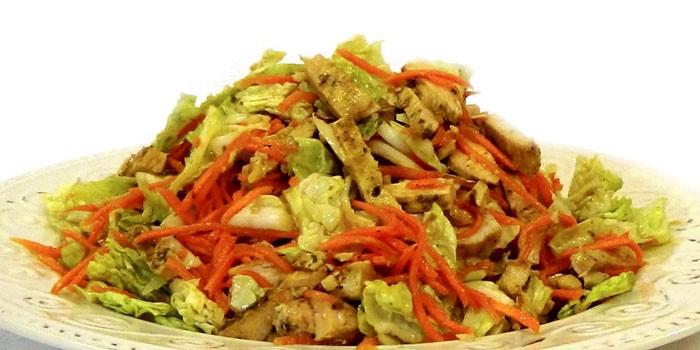 Готовое блюдо с пекинской капустой