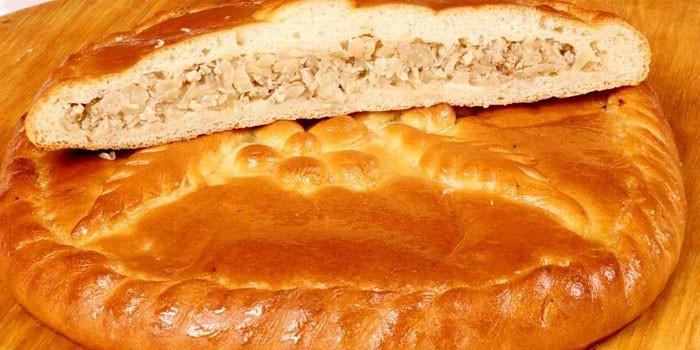Закрытый пирог с курицей из дрожжевого теста