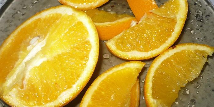 Нарезанный дольками апельсин