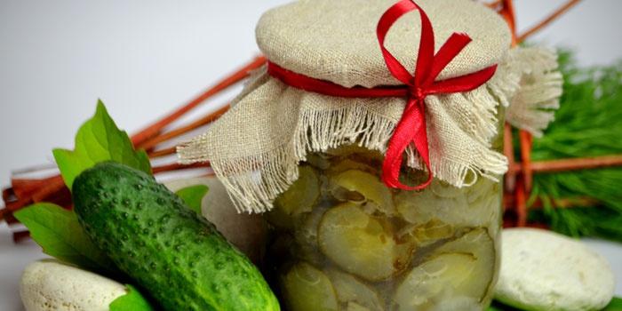 Салат из огурцов в баночке