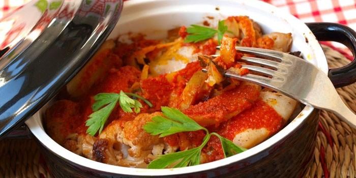 Рагу из курицы с картофелем в томатном соусе