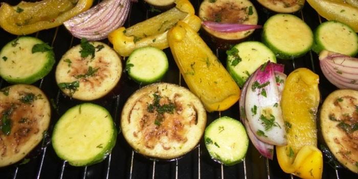 Овощи на решетке в духовке