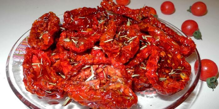 Вяленые томаты с орегано и розмарином