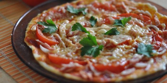Пицца на тонкой бездрожжевой основе