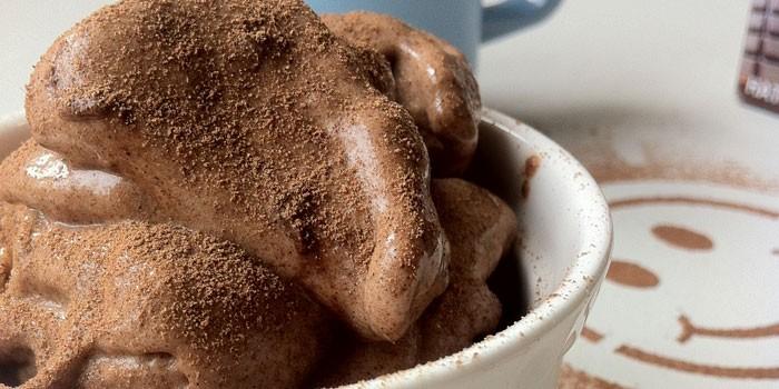 Шоколадное мороженое с бананом