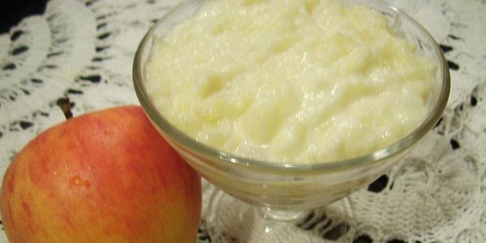 С яблочным пюре