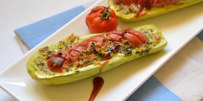 Кабачковые лодочки с овощами