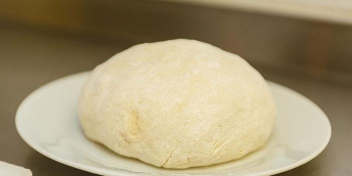 Тесто на тарелке