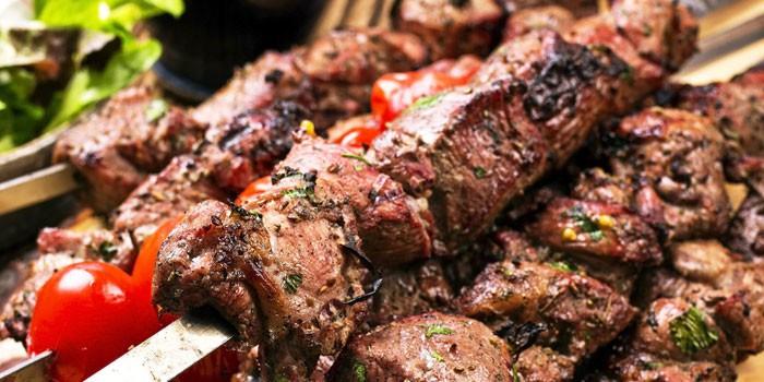 Шашлык из говядины на шампурах