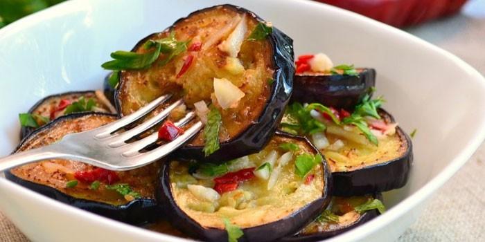 Баклажаны с чесноком, перцем и зеленью по-грузински