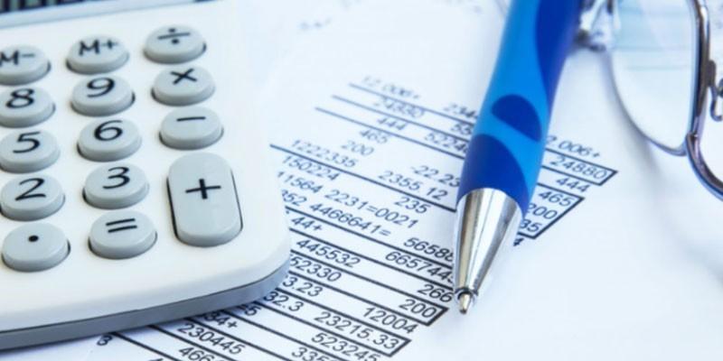 Калькулятор, расчеты и ручка