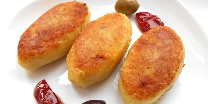 Котлеты из картофельного пюре с начинкой из лука