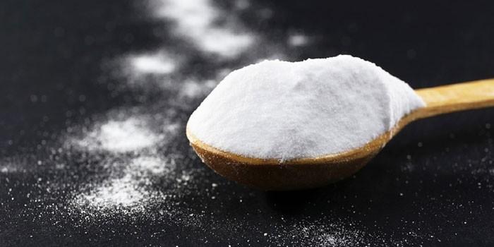 Сода с крахмалом в ложке