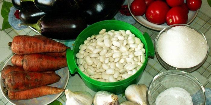 Ингредиенты для салата с фасолью, баклажанами и томатами