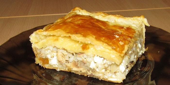 Пирог с начинкой из рыбы и варенных яиц