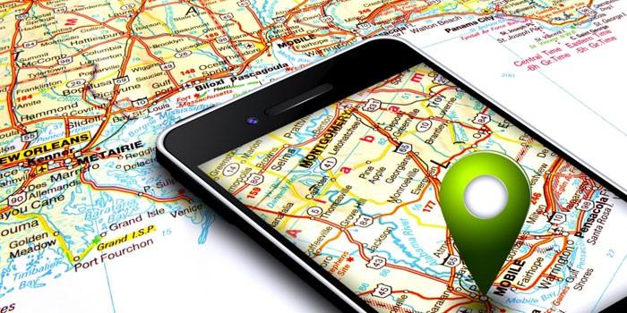 Мобильный телефон и карта