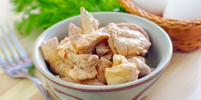 Печень трески в тарелке