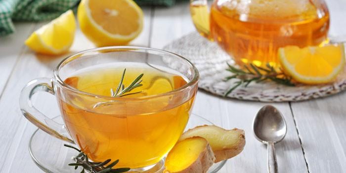 Чай из имбиря в чашке