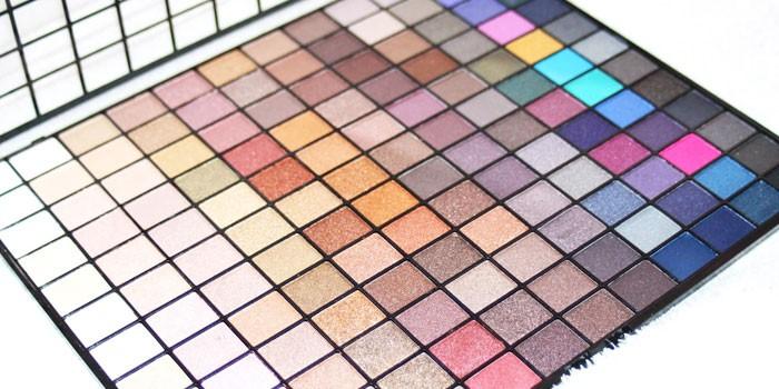 MakeUp Revolution 2018 Collection 144 Ultimate Eyeshadow