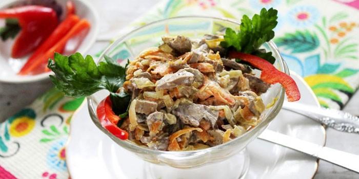 Печеночный салат с луком и болгарским перцем