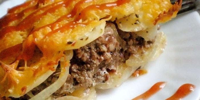 С фаршем и картофелем под сыром