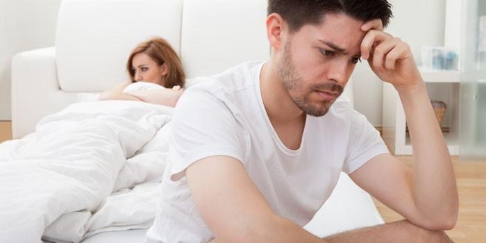 Женщина и мужчина в спальне