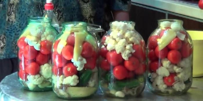 С огурцами и помидорами