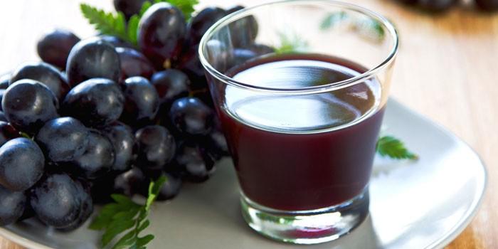 Компот и гроздь винограда
