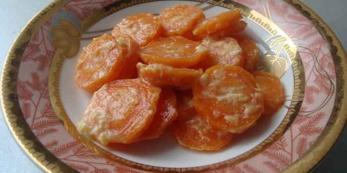 Тушеная морковь в молоке