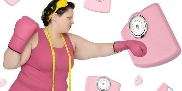 Женщина, сантиметр и весы