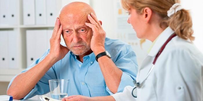 Пожилой человек на приеме у доктора