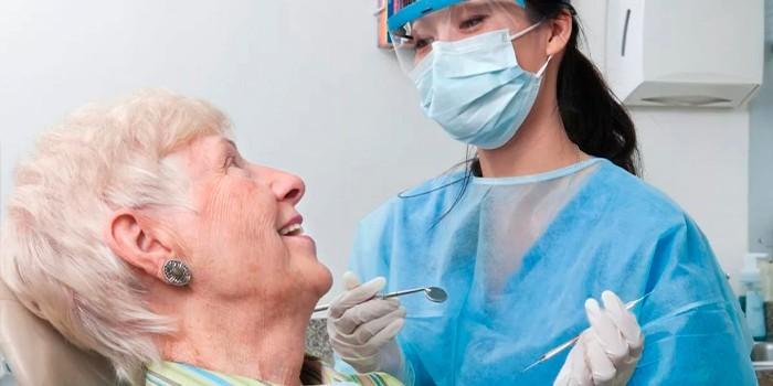 Пациентка у стоматолога