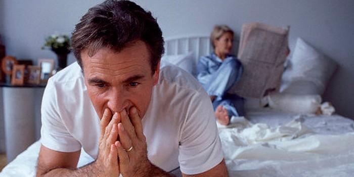 Мужчина и женщина в спальне